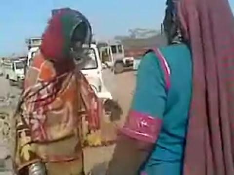 forest women banjara fight on road