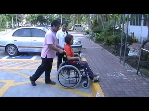 ทักษะการช่วยเหลือผู้ป่วยที่ใช้รถนั่งคนพิการ