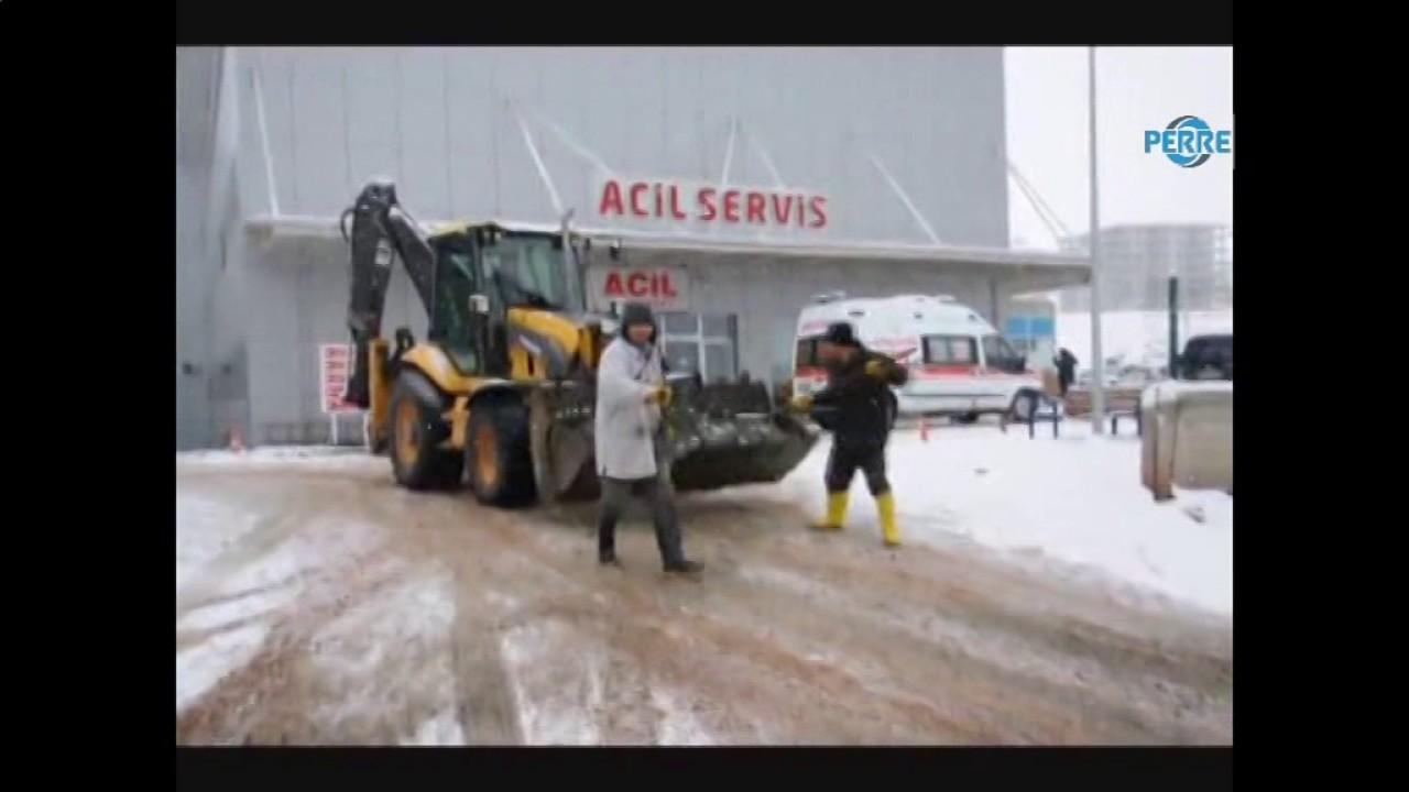 Gölbaşı'nda Buzlanmaya Karşı Tuzlama Çalışması Yapıldı