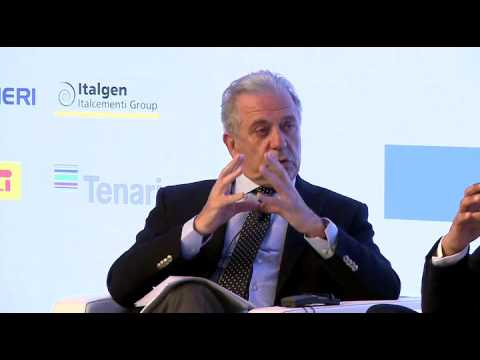 """Avramopoulos: """"The new EU agency will be the first step for a common migration policy"""""""