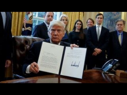 Trump signs executive orders on Keystone, Dakota oil pipelines