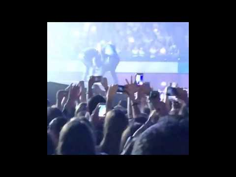 CRAZY FAN MOMENT(JUMPS ON STAGE) ON JUSTIN BIEBER- Purpose Tour Concert