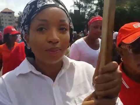 Guinée: Oumou Dalein Diallo et plusieurs femmes manifestent à Conakry…