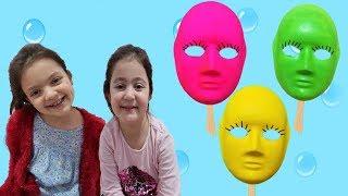 SİHİRLİ ŞEKERLERİMİZ YÜZÜMÜZÜN RENGİNİ DEĞİŞTİRDİ - Learn colors with coloring masks video for kids