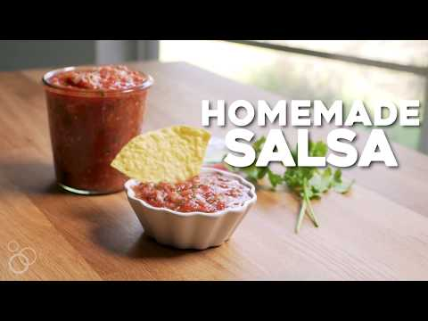How To Make Easy Homemade Salsa (Restaurant Style)