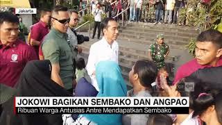 Jokowi Bagikan Sembako & Angpao ke Warga Tambora