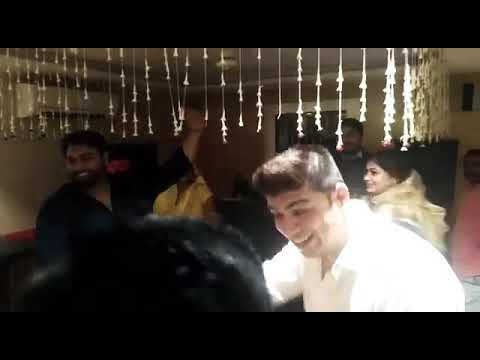 Dil le gyi kudi Gujarat di Group dance