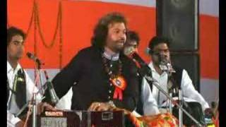 Hans Raj Hans performing in Kirpal Sagar
