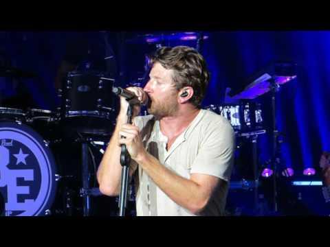 "Brett Eldredge ""Drops Of Jupiter (Train Cover)"" Live @ PNC Arts Center"