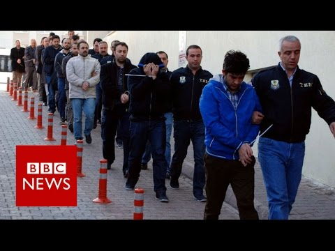 Turkey arrests 1,000 in raids targeting Gulen suspects - BBC News