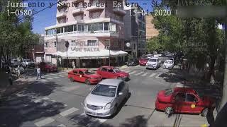 Video: Dos vehículos provocan un accidente en el macrocentro de Salta