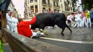 В Памплоне быки забодали таки двух смельчаков (новости) http://9kommentariev.ru/