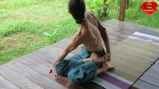 Supta Urdhva Pada Vajrasana (Reclining Thunderbolt Posture with One Foot Upward)