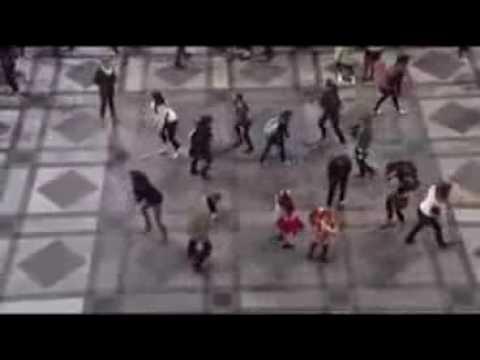Dance at train station to Julie Andrews's Do Re Mi
