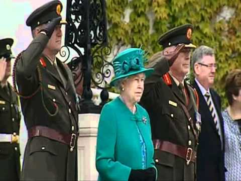 Queen Elizabeth at Áras an Uachtaráin, British National Anthem