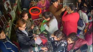 Women theft gold chain in Akarshak Jwellery Pokhara