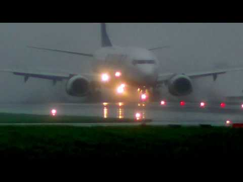 Ryanair Landing On Very Wet Runway