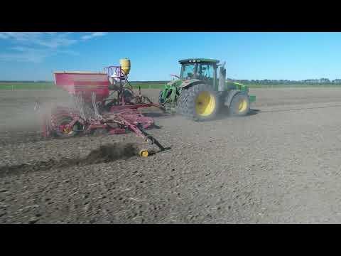 John Deere 8320R towing Vaderstad drill