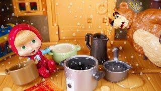 Masha and the Bear Toys 🐻 Leaks on Bear's house! ☔😁🏠