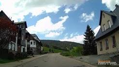 D: Kurort Oberwiesenthal. Erzgebirgskreis. Fahrt durch die Stadt. Mai 2016