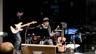 2013年12月22日 大阪市北区西天満のOpen Mic Space & Bar D45 で開催さ...