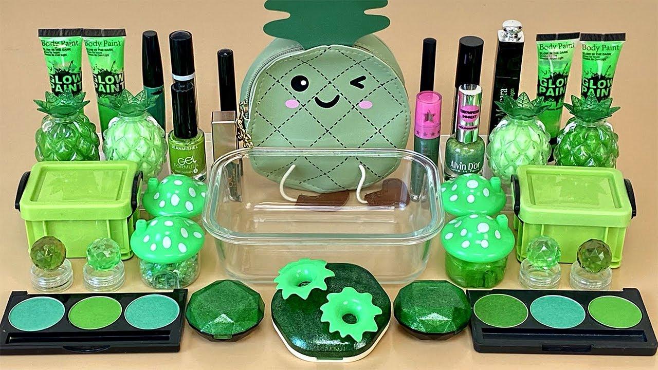"""""""ASMR Slime"""" Зеленый слайм.💚 Смешиваю слайм с косметикой, блестками, бусинками. Расслабляющее видео"""