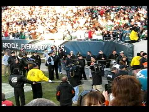 Brian Dawkins gets introduced IN Philly AS a Denver Bronco 12/27/09