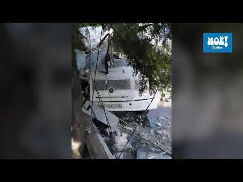 ПАЗик врезался в дерево и столб в Воронеже