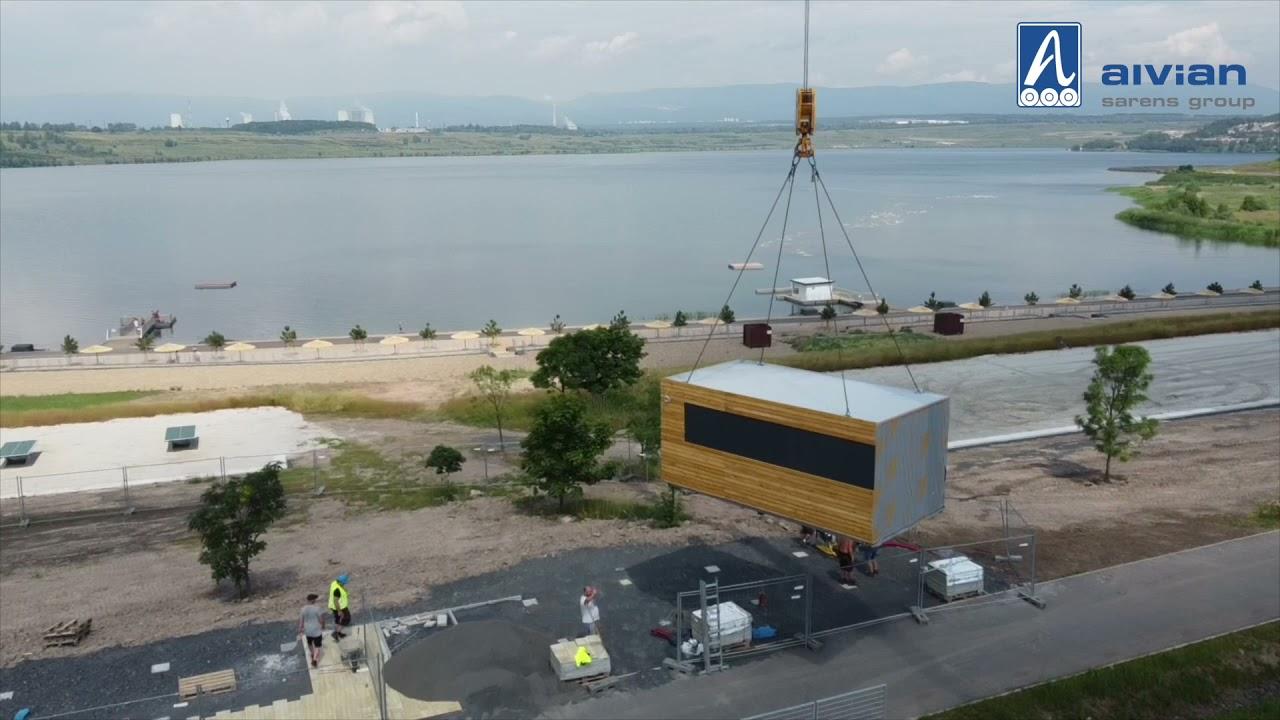 Skládání modulových sestav u Jezera Most