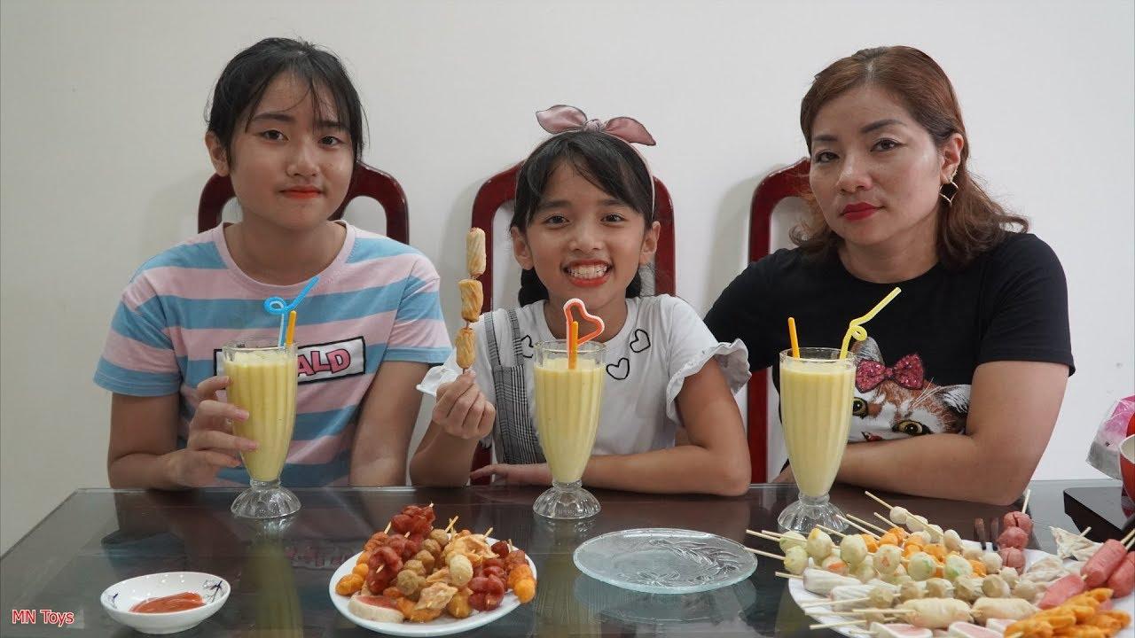 Ba Mẹ Con Xiên Viên Chiên Thập Cẩm và Xay Sinh Tố Chanh Leo - Gia Đình Vui Vẻ - MN Toys