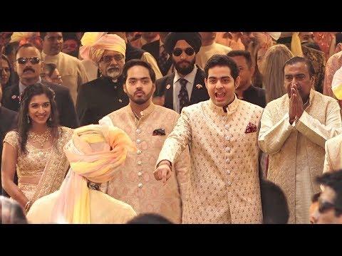 Ambani Family gives GRAND Welcome to Dulha Anand Piramal At Isha Ambanis MARRIAGE