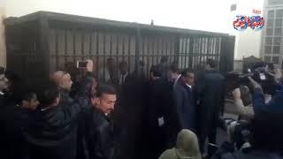 بالفيديو.. لحظة دخول ضابط وأمين الشرطة المتهمين بقتل «عفروتو» للقفص