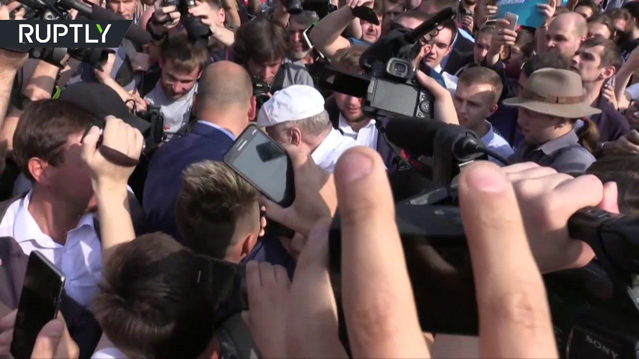 Жириновский подрался на несанкционированном митинге на Пушкинской площади