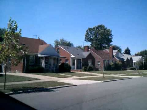 Transition from Grosse Pointe Farms into Detroit