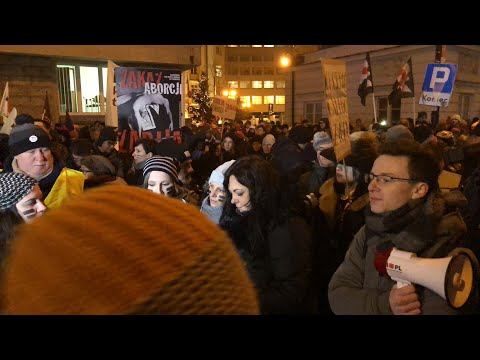 """""""Zdradzili Polki!"""" - czarny protest pod siedzibą Platformy Obywatelskiej! Zapis z LIVE"""