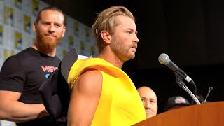 Baixar Drake Maverick crashes SDCC in search of R-Truth