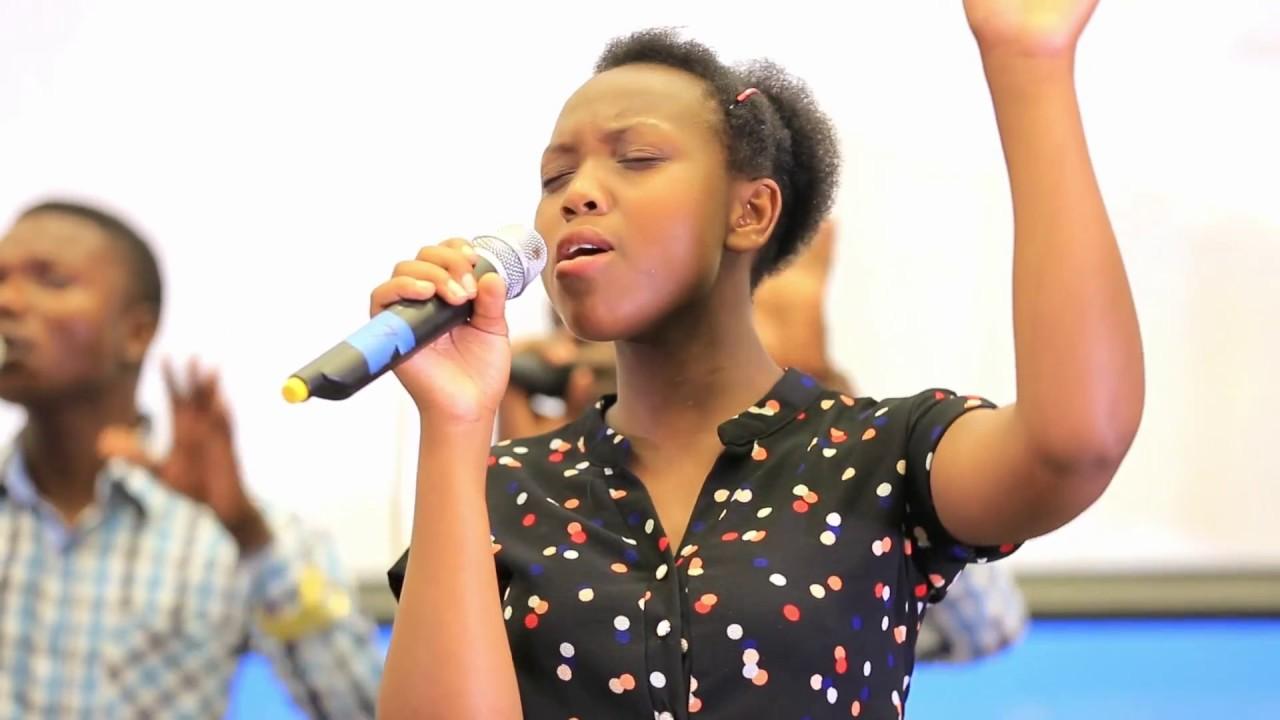 Alikoketi Mfalme the holy singers