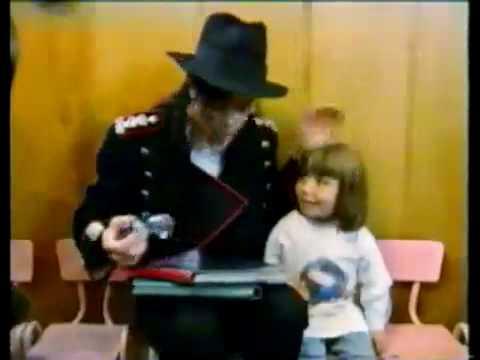 Michael Jackson With The Kindergarten Children
