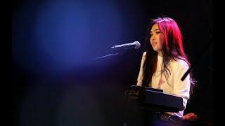 Isyana Sarasvati - Tetap dalam jiwa. Live Senayan 2016