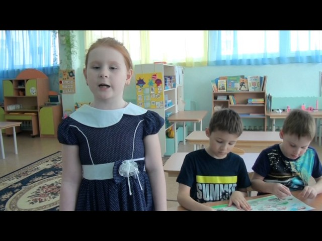 Изображение предпросмотра прочтения – ЕваСырохватова читает произведение «Рисуют мальчики войну» А.Н.Богословского