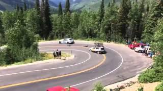Ciclista sufre brutal accidente contra un auto en EEUU