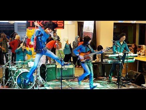 Kisah Sedih Di Hari Minggu (Koes Plus) ★ T-Koes Band @ Plaza Blok M