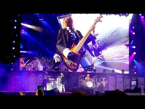 "Aerosmith Live at Download 2017 - ""Crying"""