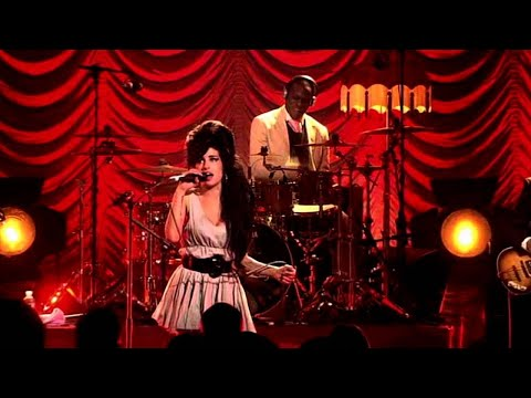 Amy Winehouse live in London 2007 - The FIRST full length video of this concert!