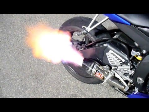 2008 Yamaha R6 with Yoshimura R-55 Full System with baffle removed sound clip HUGE FLAMES!