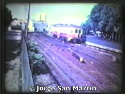 Coches Electricos del Ferrocarril Urquiza llegando y partiendo a Fco. Lacroze