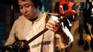 藤原和泉(pf, vo) 村上純(三線) Live at ORiON (May 19, 2012) photo by...