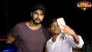 Arjun Kapoor Slams Photographers For Misbehaving With A Fan | Bollywood News