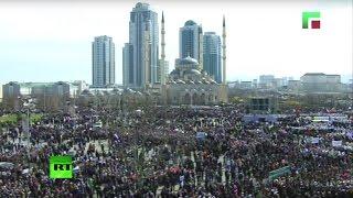 Скачать Праздничный митинг в Грозном в честь Дня Конституции Чечни