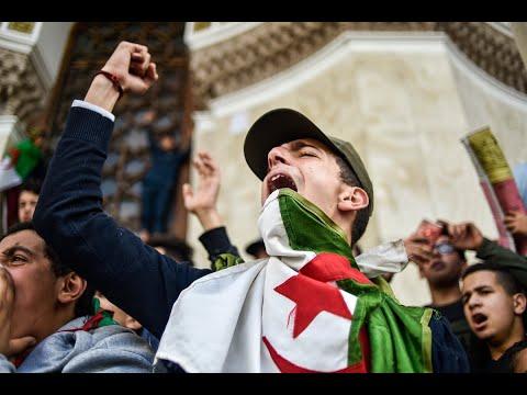 شباب جزائريون يشتكون البطالة وقلة فرص العمل  - 21:54-2019 / 3 / 12